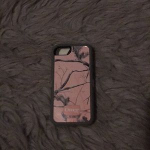 Pink camouflage otter box phone case for iPhone SE